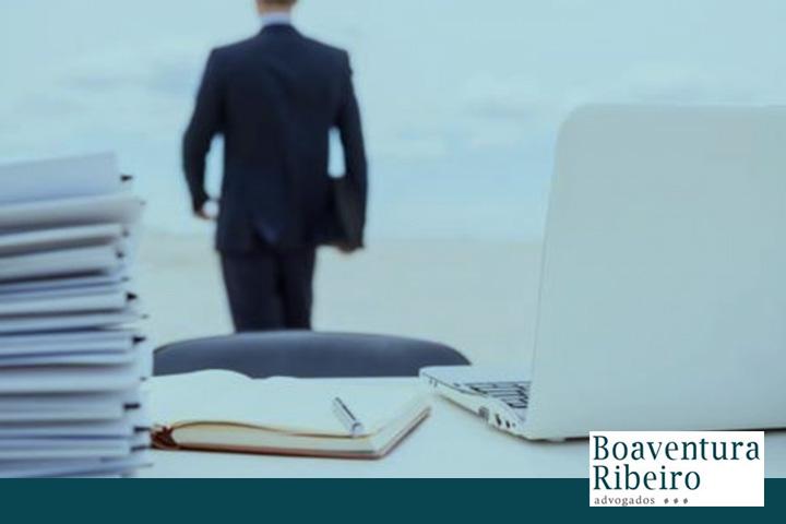 O que configura abandono de emprego?